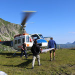 Projekt Türen: Verladen der Türen im Helikopter