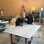 Arbeiten in der Tischlerei für Reparaturarbeiten Älpele