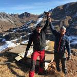 Das fertig betonierte Fundament und Joachim's erster Hubschrauberflug wird gefeiert!