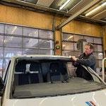 VW Van, Scheibentausch in der Werkstatt