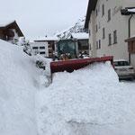 Lader 550 Schneeräumung beim Fürstenhaus