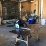 Siebdruckplatten schneiden und anpassen für Hakengerät-Rahmen