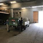 Müllkübel wechseln am Bauhof bei der Montags-Müllrunde