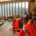 Demontage Pistenrettungsnotfallsäulen in der Tischlerei