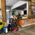 Montage und justieren Radladerkehrmaschine nach Reparatur