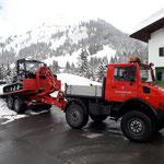 Hubschrauberlandeplatz Feuerwehrhaus präparieren, mit Snow Rabbit 3