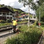 Gärtnerarbeiten beim Gemeindeparkplatz