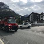 Schottermaterial transportieren für Wildbachbaustelle Burgtobel