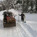 Stangen stellen Winterwanderwege, mit Polaris Ranger