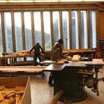 Holzarbeiten dafür in der Tischlerei