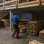 Günstiger Mond: Holzeinlagerung am Bauhof