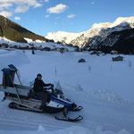 Winterwanderwegpflege mit E-Skidoo durch Wegewart Peter,  Zugertal