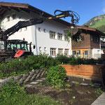 Hilfeleistung beim Schulgarten Pfarrhaus