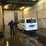 Fahrzeugpflege in der Waschhalle