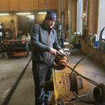 Pumpe reinigen in der Werkstatt