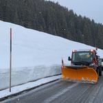 Morgendliche Schneeräumung nach Oberlech, mit Lindner Unitrac