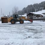 Lader 524 Schneeräumung am Schlosskopfparkplatz