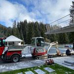 Waldbad Lech, Baggerarbeiten für Setzen der Betonelemente Abdeckung Sportbecken...