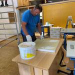 Akustik-Dämmplatten aufbringen Klassenräume