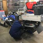 Hubhydraulik E-Skidoo-Mulde einstellen