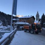 Lindner Unitrac 102 S, Splitt streuen Gehsteige und Wege