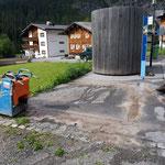 Asphalt schneiden für Christbaum in Zug