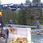 Neubau vordere Butzenbrücke, Träger setzen