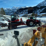 Baggertransport für Bergung Pistenmaschine Bergbahn Oberlech
