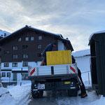 Teppich abholen Pressezentrum Skiweltcup im Hotel Zürserhof...