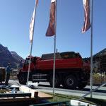 Materialtransport, Bühne und Müllkübel