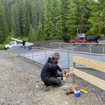 Provisorischen Zaun aufstellen Breitwellenrutsche