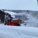 Holder C70 SC mit Splittstreuer, Schneeräumung Arlberg-Fußgängerbrücke...