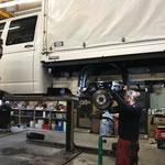 VW Plane, kaputte Fahrwerksfeder ausbauen