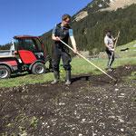 Feld aufräumen am Schmelzhof, nach Baustelle Hochwasserschutz am Omesberg