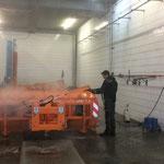 Bauhof aufräumen, Reinigen der Pflugschilder U1600, U400