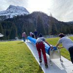 Waldbad, Mithilfe bei Montage Poolabdeckungen Aquafit- und Sportbecken