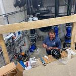 Arbeiten im Technikraum für Eröffnung Breitwellenrutsche