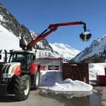 ...sowie Schnee abgreifen Container am Bauhofdach, mit Steyr 6190 CVT und Palfinger Epsilon