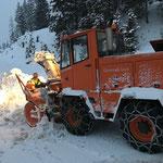 Rolba 600 vor Garagierung von Eis und Schnee befreien
