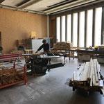 Brennholz schneiden in der Tischlerei
