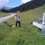 Löcher graben mit Schaufelbagger 1.0, für Hülsen Winterwanderwege