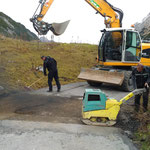 Vorbereitungen für Asphaltierungsarbeiten Richtung Formarinsee