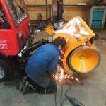 Reparaturarbeiten an der Holder C2.42 - Fräse
