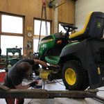 Reparaturarbeiten Waldbad-Rasenmäher