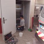 Arbeiten in der Rotkreuz-Garage Feuerwehrhaus