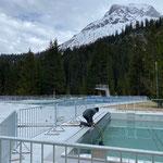 Waldbad: Aquafitbecken auspumpen für Reparaturarbeiten Becken