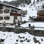 Schneebruch-Promenadenkanthölzer tauschen