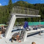 Sprungtürme mit Leiter und Geländer