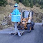 Drittleistung für Skischule Lech: Karussell vom Bauhofdach zum Parkplatz transportieren