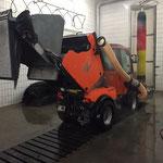 Holder C 270 Kehrmaschine reinigen in der Waschhalle
